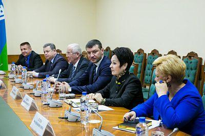 Губернатор округа Наталья Комарова провела встречу с депутатами Тюменской областной думы 6 созыва от Югры