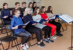 Коллективы - многократные лауреаты международных фестивалей и конкурсов, концертмейстеры, чудесные педагоги, потрясающий репертуар - все это об отделении вокально-хорового пения Детской школы искусств.