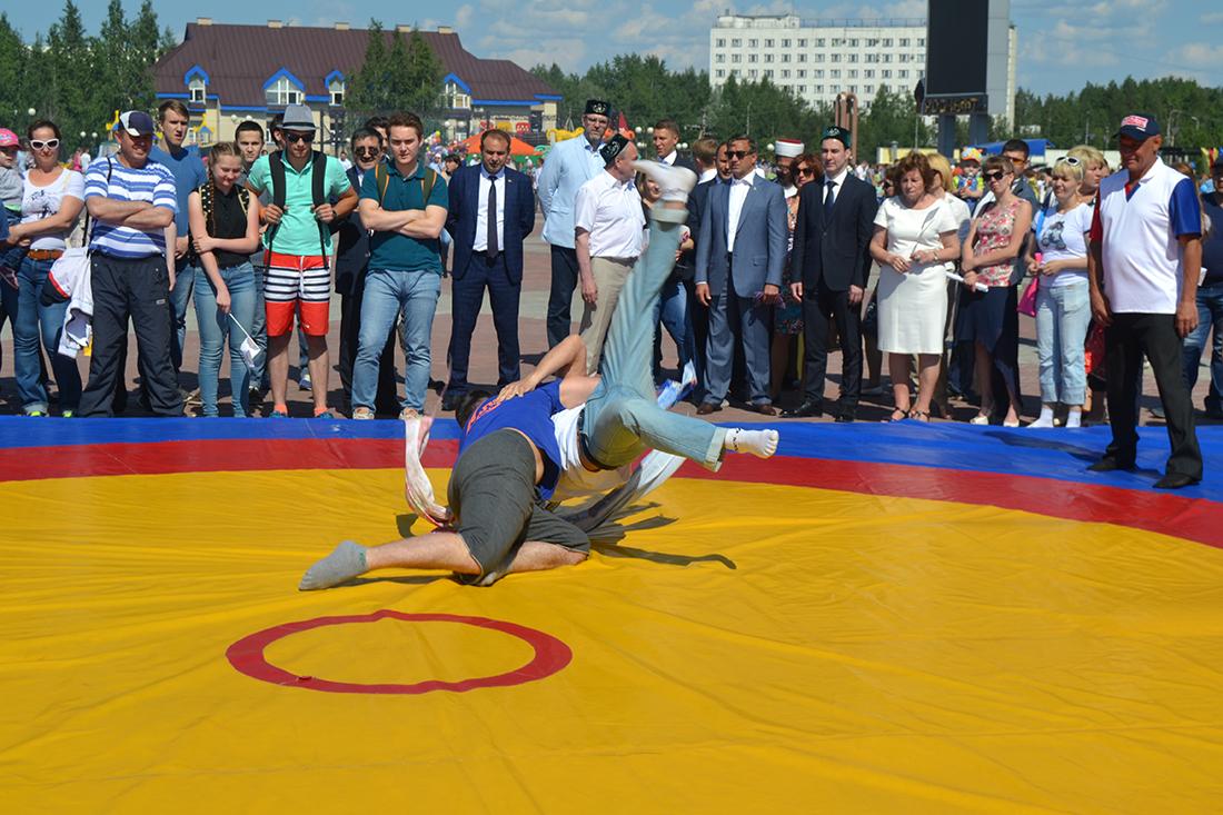 На Юбилейной площади Нефтеюганска отметили национальный праздник татар и башкир - Сабантуй