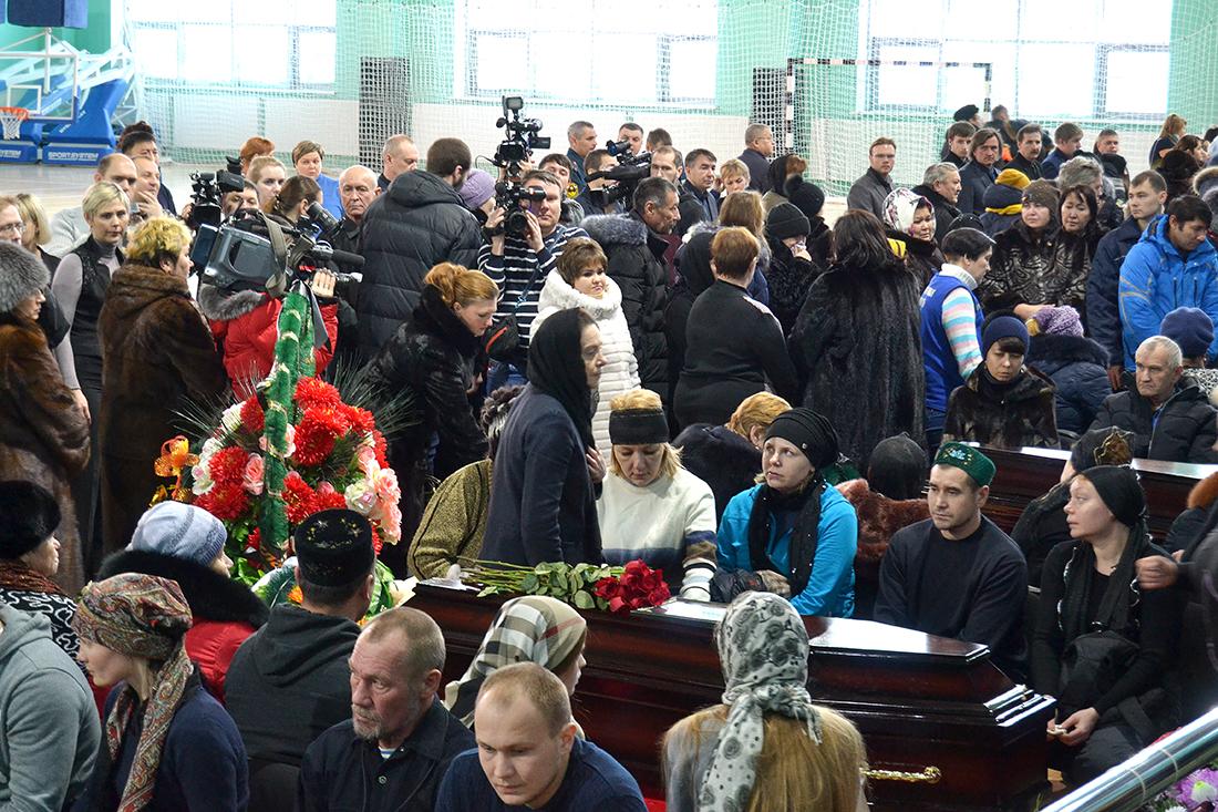 Нефтеюганск простился с жертвами страшного ДТП под Ханты-Мансийском