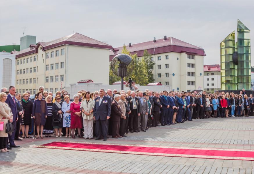 В Ханты-Мансийске мемориал «Звезды Югры» пополнился двумя памятными знаками.