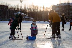 Первый зимний день выдался в Нефтеюганске на удивление теплым и ясным.